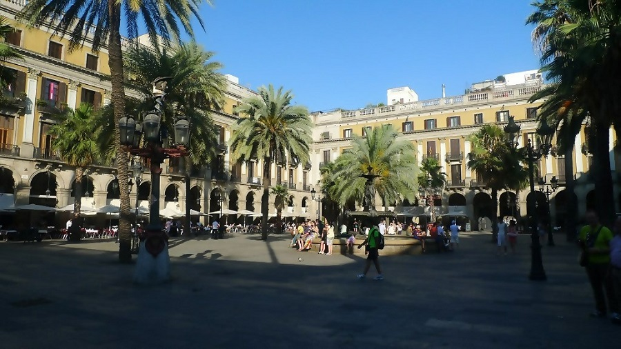 Barcelona's Plaza Real in Detail: 5 Fun Facts to Know