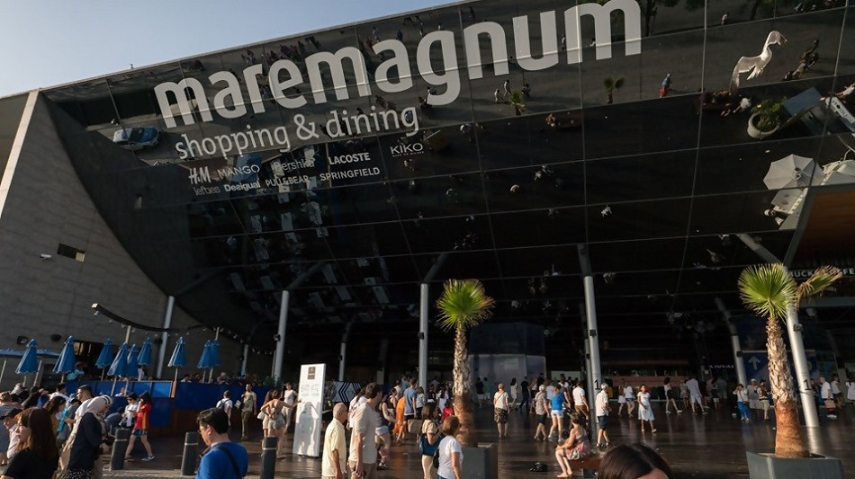 Maremagnum: a mall worth visiting, whether you buy anything or not!